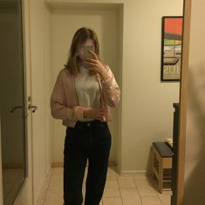 """Sød lyserød tynd """"jakke"""" fra Gina Tricot. Størrelse XS 🥰"""