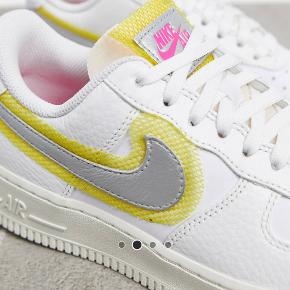 Nike Air Force 1 i str. 39 Helt nye, de ligger stadig i æsken.   MP 850 kr.
