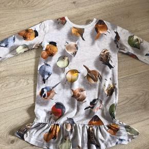 Brugt meget lidt, men super sød print af fugle. Lækker MOLO kjole str 110/116