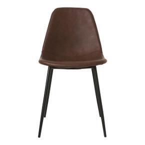 Ny med garanti og kvittering !  Før: 799,- nu: 450,-   House Doctor Forms stole  Du tilbringer mange timer siddende ved spisebordet så hvorfor ikke finde en flot og komfortabel spisebordsstol? Forms fra House Doctor er en moderne og stilren spisebordsstol i sort læder, som passer perfekt i de fleste hjem. Stolebenene er fremstillet af stål og selve sæddet i PU og skum - hvilket sikrer en behagelig siddekomfort. Med sit enkle design er Forms det perfekte designelement i indretningen - på køkkenet, kontoret eller i soveværelset.  Brand: House Doctor Farve: Brun Størrelse: Højde: 83,5 + Siddehøjde: 46 cm + Omfang: 43 x 53 cm Materiale: Stål, polyuretan, skum, krydsfiner