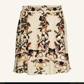 Fineste nederdel fra Gestuz 🌸🍸 Brugt 1 gang.