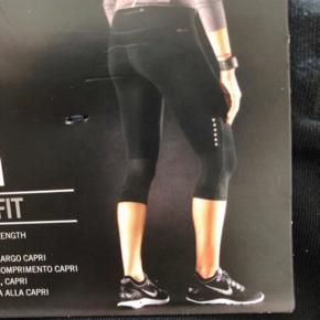 Købt for 530kr. Nye med mærke! Super lækre tights 👌🏼 De er helt sorte, farven snyder på billedet. SE OGSÅ MINE MANGE ANDRE ANNONCER 🥰
