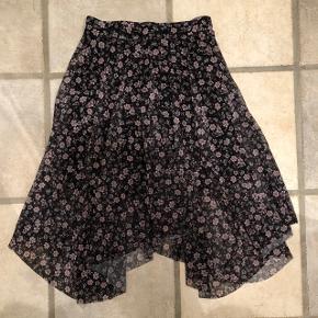 Virkelig fin nederdel, aldrig brugt.