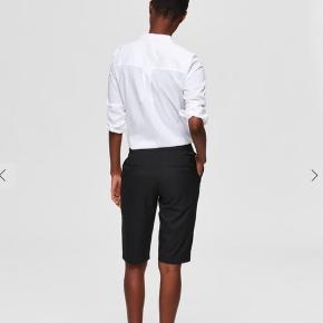 Sælger disse fede jakkesæt-city shorts. Brugt 2 gange. De er str 40, men blevet lagt ind i livet til en str 38. Giver dermed et federe, løst look i benene☺️