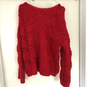 Super fin Ganni lignende sweater fra Noisy May Str. S men kan også passes af M og L alt efter hvor oversized man vil have den