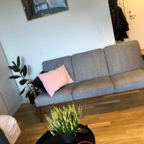 Mega lækker Sofa fra Ikea! Super god stand ingen brugsspor Np er 3000kr og den kan hentes i Odense c (midt by) Kom med nogle bud