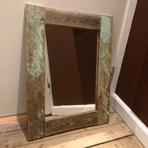 NEDSAT!! Råt og cool spejl - lavet af genbrugsmaterialer  H: 73cm B: 56cm  Se også alle mine andre annoncer:)