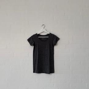 Sælger denne grå t-shirt fra Primark, str. 34.