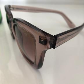 Super fine Valentino solbriller i rosa gennemsigtig skær. Købt i forretningen i København.