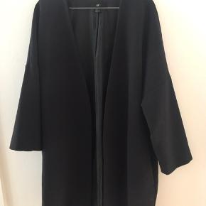 Næsten ny fin frakke fra H&M. Åbentstående (ingen knapper)