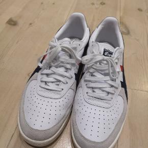 Fede sneakers fra Onitsuga Tiger. Kun brugt få gange, så er i perfekt stand. Størrelsen er normal 43,5.
