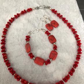 Nyt koral smykke sæt ( rødt)  Utrolig smukt  Håndlavet  Nyt  Prisen kan forhandles