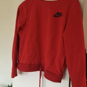 Nike sweatshirt, med bindebånd i kanten.