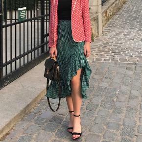 Flot grøn midi nederdel med slids på det ene ben og har ingen brugstegn:)