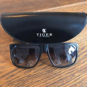 Brugt ganske få gange  Tiger of Sweden solbrille