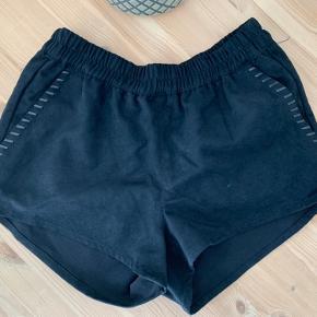 H&M shorts i imiteret ruskind, aldrig brugt