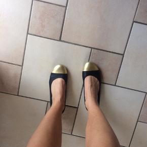 Læder ballerina sko fra Vagabond. Har nogle brugsmærker men er ikke gået særlig meget i. Kan også afhentes i Aalborg😊