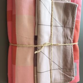 HAY sengetøj Colour Block Red længde 220cm. 2 sæt incl. pudebetræk. Køber betaler fragten.