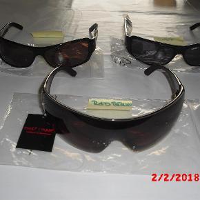 Restparti fra brillebutik af disse lækre kvalitets solbriller. Under ½ pris    Serie 1 : 1 Rød brun store 2 Rødbrun 3 sort    Serie 2 : 1 Brun 2 Stål 3 Sort 4 Kobber    Serie 3 : 1 Brun 2 Sort    Serie 4 : 1 Stål 2 Brun (har 2 stk)    Serie 5 : 1 Grå 2 Brun 3 Sort    Hardcase brille etui kan tilkøbes for 50 kr.  Solbriller Farve: Div Oprindelig købspris: 699 kr.