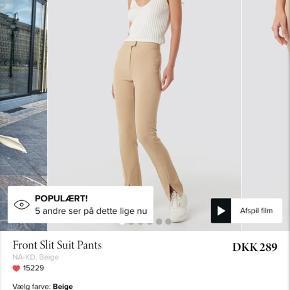 Sælger de her fine bukser fra NA-KD da de var for små til mig. De er aldrig brugt og derfor i helt ny stand❤️