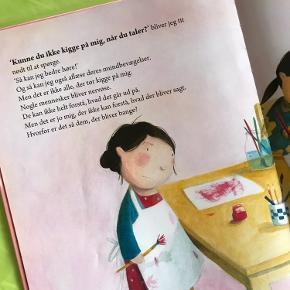 """Bogen """"Laura"""" om en pige som har svært ved at høre og bliver drillet"""