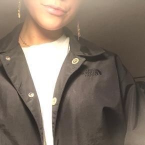 North face jakke sælges - kun brugt at par gange. Np var 800. Kun seriøse bud modtages💙