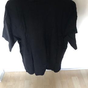 Sælger denne Carhartt T-Shirt, da jeg ikke får den brugt. Den fejler intet