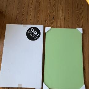 Chat Board med målene 50x80 i limegrøn sælges. Tavlen er helt som ny, og bærer ingen præg af slid (skår, ridser etc.). Kan bruges til at skrive på og til ophængning af billeder, papirer mv. med magneter.  Ophæng til væg medfølger. Nypris var 1.075,- købt i Decorate.