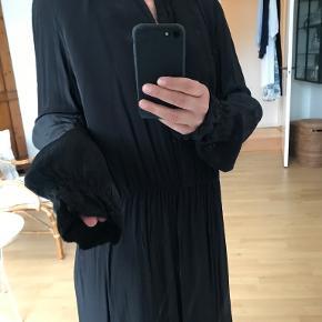 M Wiesneck kjole