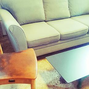 Flot 3 personers retro grøn sofa   Den står rigtigt flot , rigtig god stand.  Fed farve !  Mål bredde 65 cm  Højde 82 cm Dybde 19,5 cm