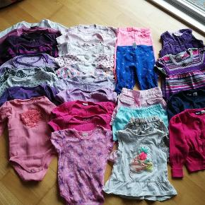 Pakke tøj til pige  9x bodyer langærmede 10x bodyer kortærmede 1x t-shirt 2x bukser 3x sommer bukser 2x kjoler 2x cardigan
