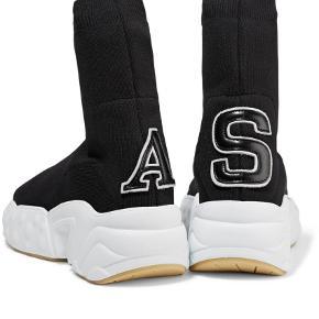 Varetype: Sneakers Farve: Sort Oprindelig købspris: 3400 kr.