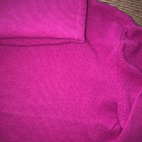 Rigtig fin rullekrave i virgin wool, kun brugt et par gange og fejler intet.