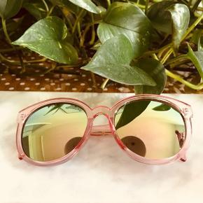 Rosa solbriller med metallic mirror glas fra Flying Tiger