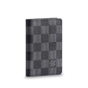 Næsten som ny Louis Vuitton kortholder Kvittering haves  Mp: 1500.- byd gerne