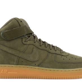 Sælger mine helt nye Nike Air High top i den lækreste army-grønne farve. De er aldrig brugt og fremstår som nye.