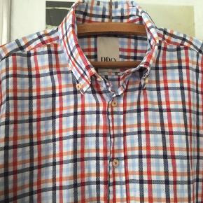 Ternet skjorte str XL. Brugt og vasket en gang. Pris 50,-pp