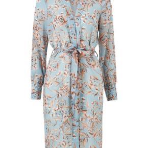 Fin kimono fra Y.A.S - aldrig brugt :) kom med et bud.  Sendes med DAO
