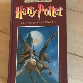 Harry Potter bog  🏷 Mærke: Harry Potter  👀 Stand: Næsten som ny!  💸 Mp: 10 kr.  💌Fragtpriser: Omkring 40 kr. med DAO ellers er det gennem Trendsales handelssystem  📍 Afhentning: Befinder sig i Brønshøj/Husum