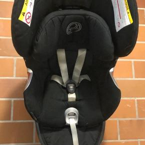 Autostol, der vokser med barnet. Kan bruges fra nyfødt til barnet er 18 kg  Kan hentes på Frederiksberg i dagstimerne, eller i Helsingør