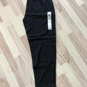 Nye bukser  måske også som leggings str 48/50. Elastik i talje Købt i forkert str