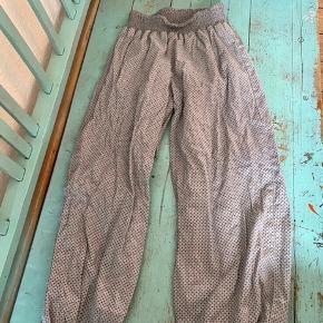 Creame bukser 116  - fast pris -køb 4 annoncer og den billigste er gratis - kan afhentes på Mimersgade 111 - sender gerne hvis du betaler Porto - mødes ikke andre steder - bytter ikke