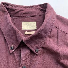 Selected Homme bordeaux skjorte.  Regular Fit. 100% Bomuld. Originalpris: 299 kr.