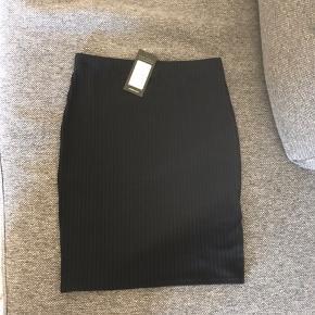 Sort nederdel i str. 38. Har ikke været brugt.  #sundaysellout