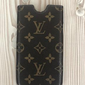 iPhone cover til Iphone PLUS  Mærke: Louis Vuitton  Kvittering haves   Fin stand - ikke brugt meget   Fra røgfrit hjem  BYTTER IKKE - VED TS handel betalet køber ts-gebyret