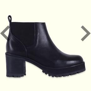 7214ae31734 Lækreste, klassiske støvler fra won hundred i hye modellen. De er brugte  men står