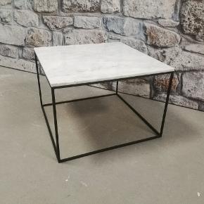 TILBUD KUN JANUAR UD - MARMOR BORD , sofabord normalpris 2600 kr - resten af januar 699 kr spar stort - mål 60x60 cm