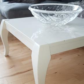 Sælge den flot og unik sofabord som er brugt og har nogle ridse