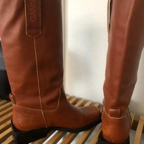 Super lækre støvler fra Ganni. Np 3799kr. Skriv gerne for flere billeder
