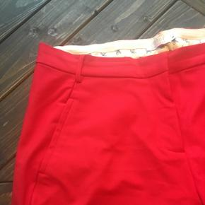 Helt nye Coster Copenhagen bukser i rød. De er aldrig brugt. Nypris 799kr.